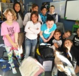 Paihia school kids donate warm clothes and blankets
